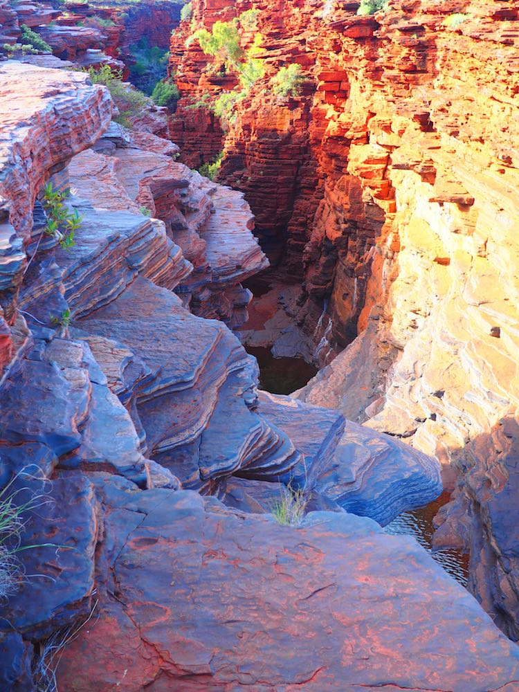 The climb down into the gorge