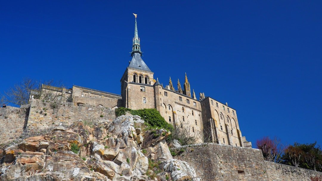 how to spend the perfect day at le mont saint michel above us only skies. Black Bedroom Furniture Sets. Home Design Ideas