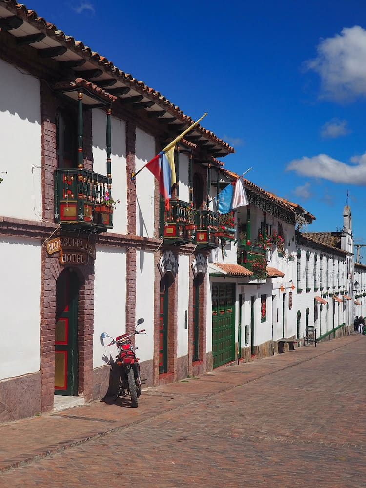 Heritage towns in Colombia - Main square, Mongui